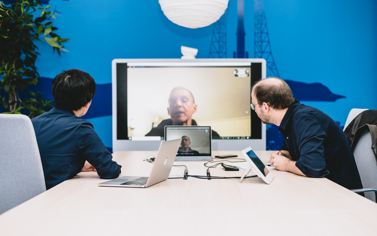 Stanley McChrystal, Yoshihisa Aono and editor Alex Steullet having a video conference